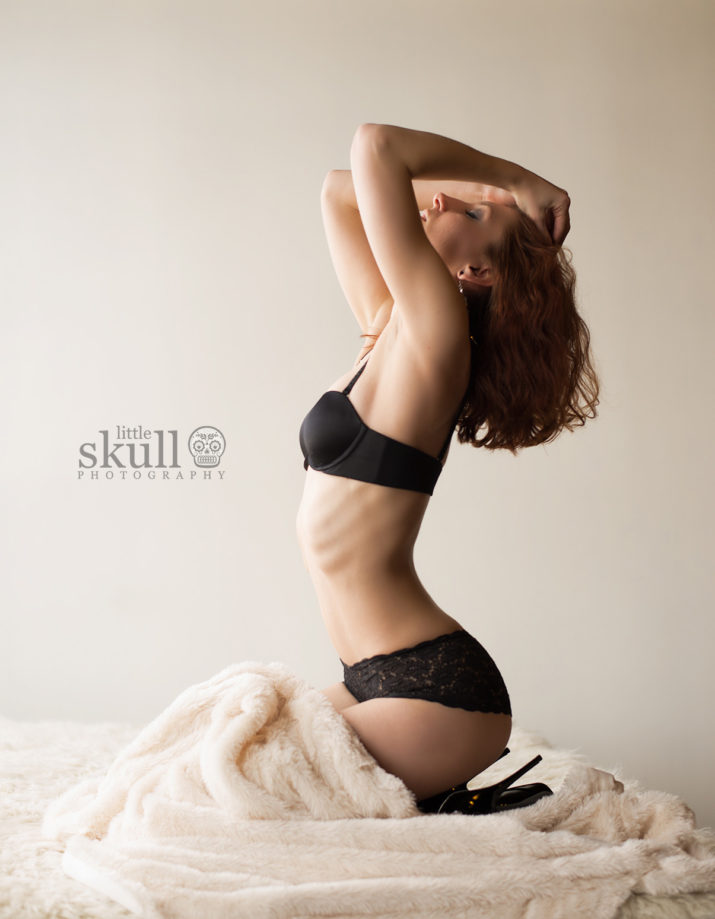 Glamour Little Skull Photography Lace Portrait Pose